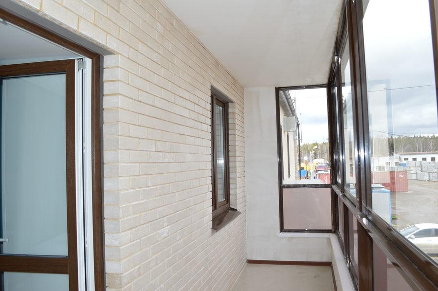 Балкон в белом кирпиче..